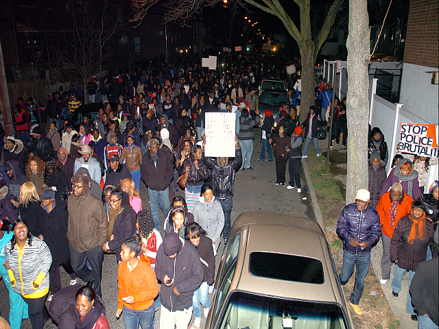 <p>Hundreds of people marched in the Bronx to protest the killing of Ramarley Graham by the NYPD.</p>
