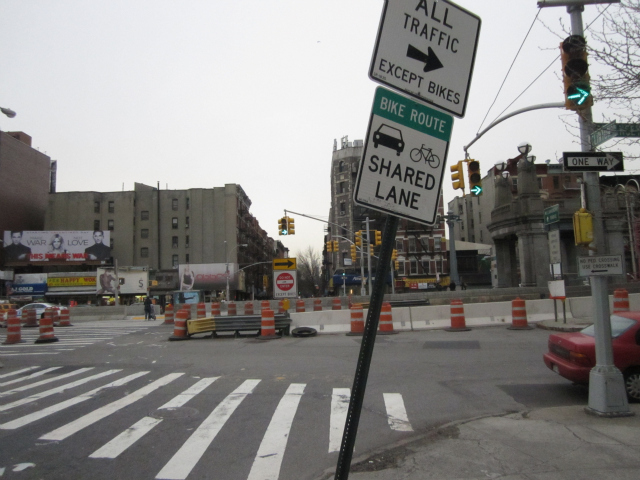 Cars traveling north on Clinton Street are not currently allowed to turn onto the Williamsburg Bridge, but the DOT hopes to change that.
