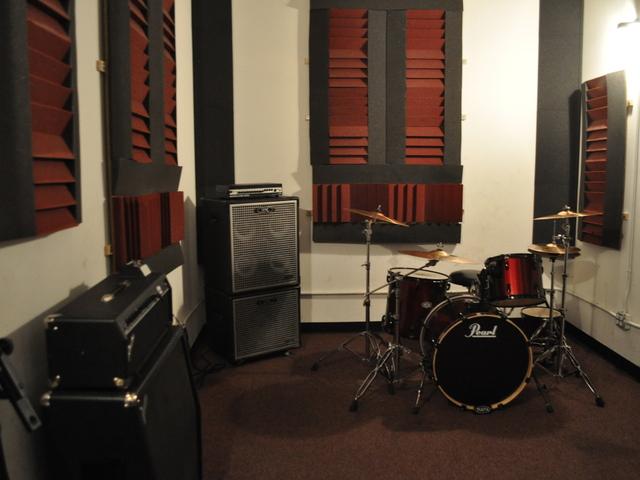Swann Studios offers hourly rentals for musicians to use their studios.