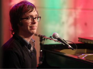 Musician Ben Folds performs on Fuse's 'A Different Spin with Mark Hoppus' at fuse Studios on November 30, 2010 in New York City.