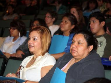 Parents listened to a presentation during the 2011 Latino Health Care Conference for Spanish-speaking parents of children with disabilities.