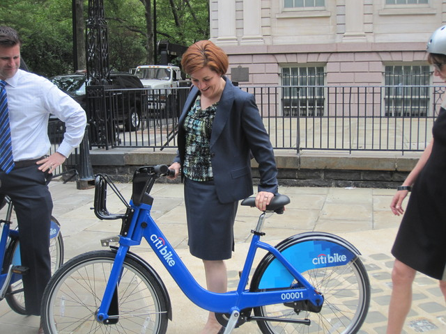 <p>City Council Speaker Christine Quinn checked out the bikes for the first time.</p>