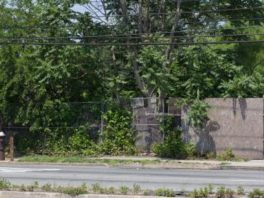 Residents said that the planned day care center at the empty lot on 2977 Hylan Blvd., Oakwood, would worsen traffic on the already busy street.