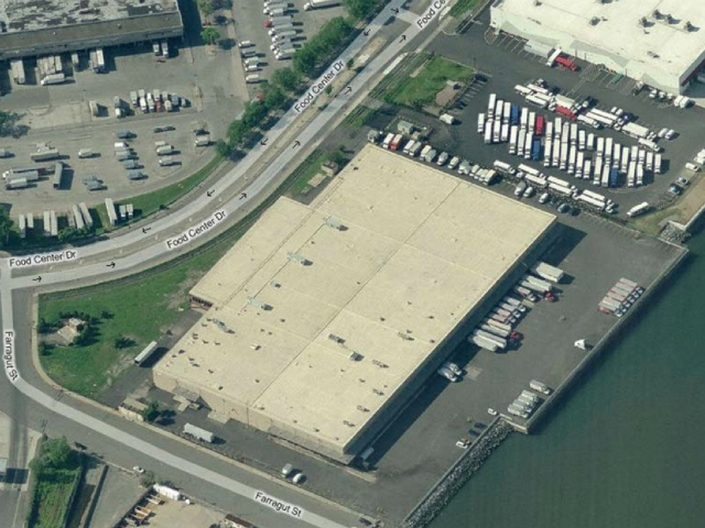 In June 2012, the city called on proposals for a rooftop farm in Hunts Point's food distribution center that could fill a nearly 10-acre, 200,000-square-foot space.