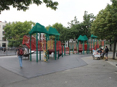 Hoyt Playground is located next to major Astoria thoroughfares.