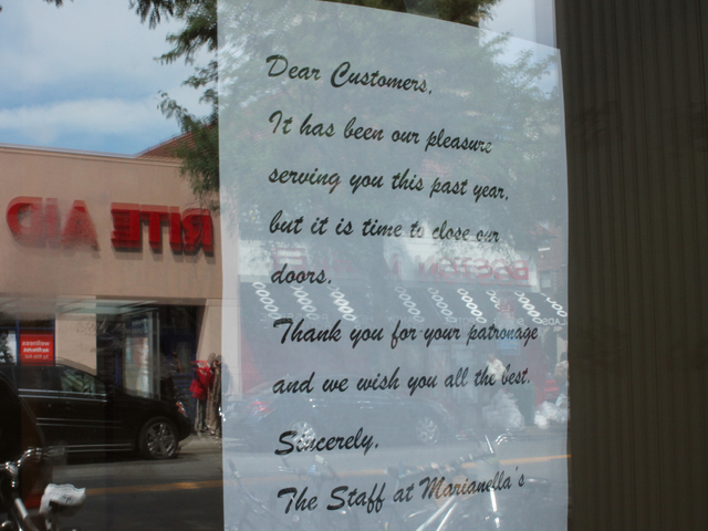A letter on the door of Marianella's Taqueria announces the restaurant's closing.