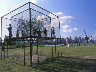 Socrates Sculpture Park: Beth Galston, Tree/House, 1994