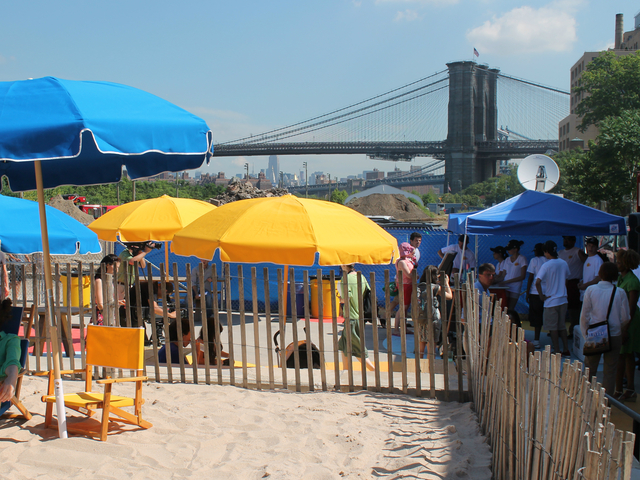 The Brooklyn Bridge can be seen from the Pop-Up pool.