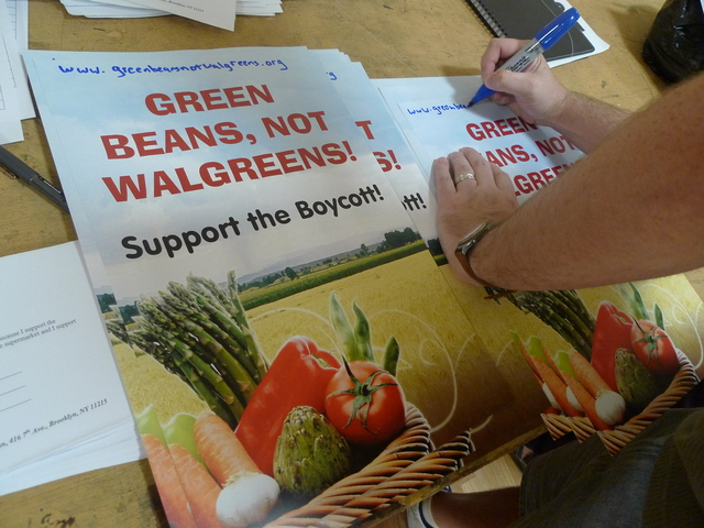 <p>&#39;Green Beans, Not Walgreens&#39; is the slogan for Windsor Terrace residents who don&#39;t want Walgreens to replace the neighborhood&#39;s only grocery store. On Feb. 21, Walgreens representatives will answer questions from the community about the new store.</p>