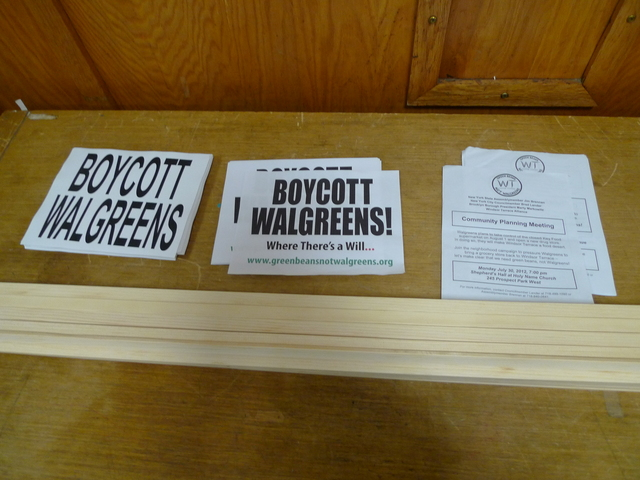 Windsor Terrace residents gathered on July 30 to make signs for a Aug. 1 rally outside the former Key Food space that Walgreens plans to take over.
