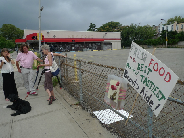 <p>Windsor Terrace residents chanted &quot;What do we want? Green beans! What don&#39;t we want? Walgreens!&quot; at a rally held Aug. 1, 2012. On Feb. 21, Walgreens representatives will answer questions from the community about the new store.</p>