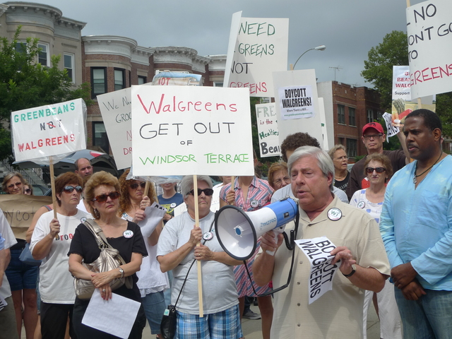 <p>Brooklyn Borough President Marty Markowitz encouraged Windsor Terrace residents to boycott Walgreens at an Aug. 1, 2012 rally outside the closed Key Food on Prospect Avenue. On Feb. 21, Walgreens representatives will answer questions from the community about the new store.</p>