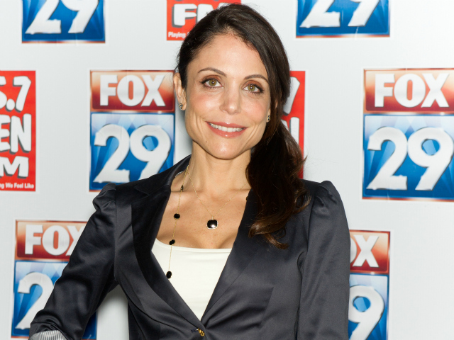 Reality TV star Bethenny Frankel swept her hair into a simple side ponytail for this look.