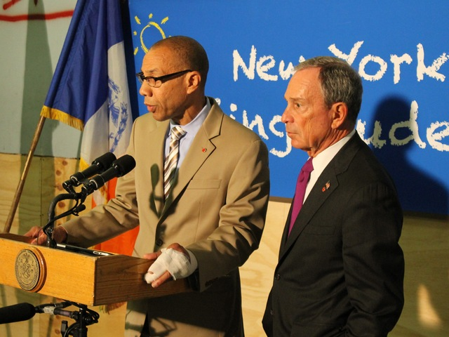 <p>Mayor Michael Bloomberg and Schools Chancellor Dennis Walcott discuss the new Beacon School in Hell&#39;s Kitchen.</p>