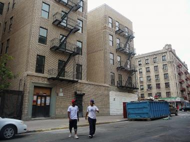 The new owners of 935 Kelly St., a formerly dilapidated apartment building in the Longwood section of the South Bronx, are looking for a tenant open a health-food focused business on the building's first floor.