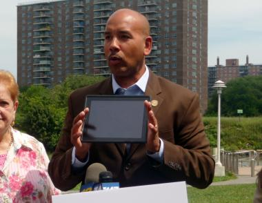 Bronx Borough President Ruben Diaz Jr., was in Hunts Point Riverside Park in the Bronx on Tuesday, Aug. 21 to launch a free Wi-Fi service from AT&T.