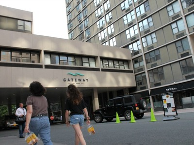 <p>Gateway Plaza, the biggest apartment complex in Battery Park City, is instituting new rules governing pets.</p>