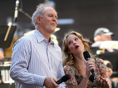 John Lithgow and Christina Applegate host the 'Broadway On Broadway' on Times Square on Sept. 18, 2005 in New York City.