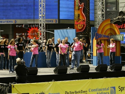 Singer Haylie Duff performs with the cast of Hairspray onstage at the 15th Annual Broadway On Broadway Concert on Sept. 10, 2006 in New York City.