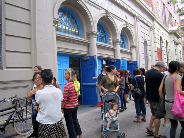 <p>Families dropped off their kids at P.S. 3 in the West Village on the first day of classes Sept. 6, 2012.</p>