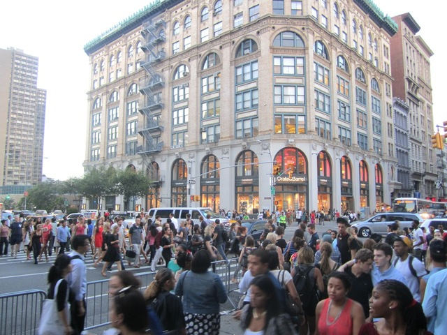 <p>Hundreds of fashion fans and neighborhood regulars swarmed SoHo for Fashion&#39;s Night Out Sept. 6, 2012.</p>