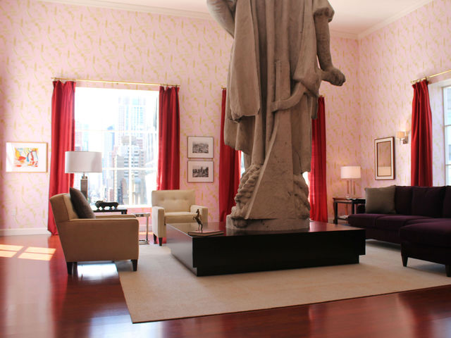 <p>Columbus&#39; living room features Bloomingdales furniture and modern art prints.</p>