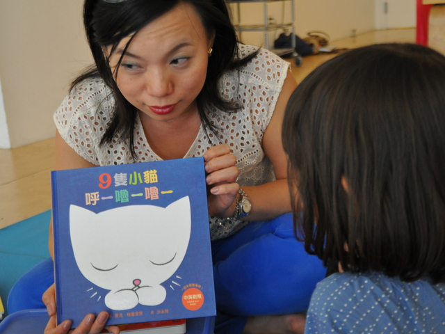 Micky Wu started a storybook in Mandarin with her pupils.