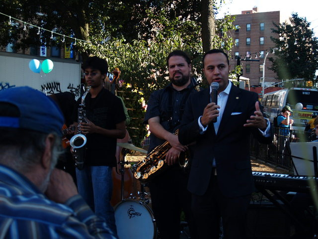 <p>Assemblyman Francisco Moya addresses the crowd at the Viva La Comida! festival.</p>