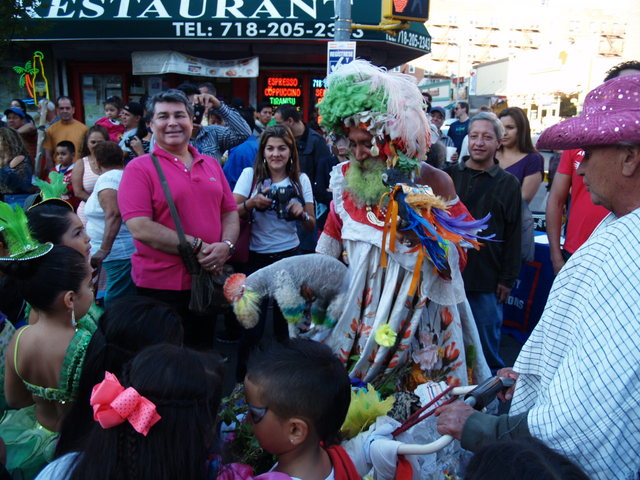 A street performer entertains kids at the Viva La Comida! festival.