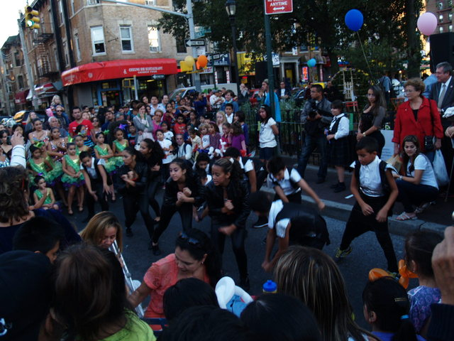 <p>Dancers from the Mestizo Arts Center perform at the Viva La Comida! festival.</p>