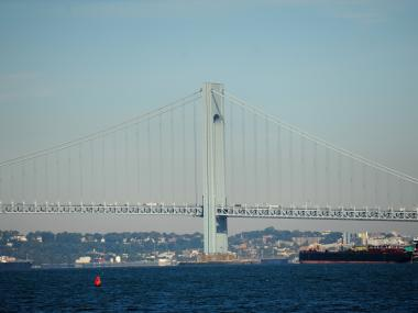 A plan would put a bike and footpath on the Verrazano Narrows Bridge.