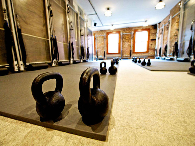 <p>The Refine Method uses kettle bells and other weight lifting tools to tone the body.</p>