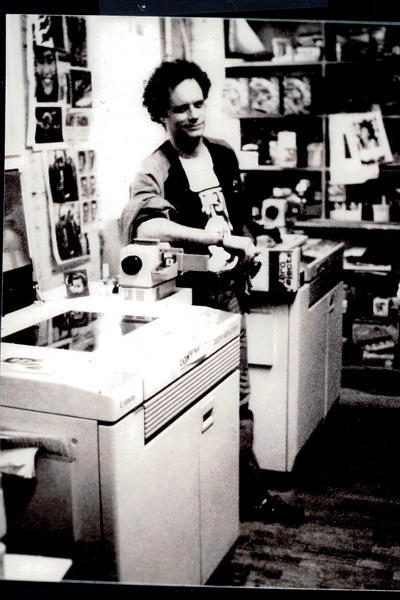 <p>Daniel Himmelfarb with two of his color Xerox copiers at one of his Jamie Canvas stores.</p>