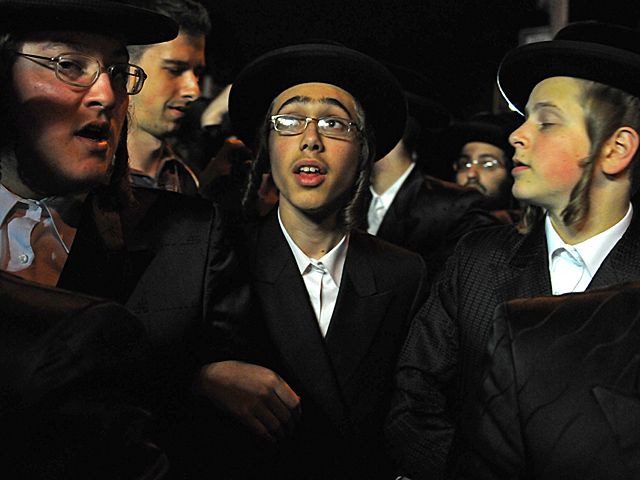 <p>The wedding attracted thousands of Satmar Hasidic Jews who lives in South Williamsburg, Oct. 17, 2012.</p>