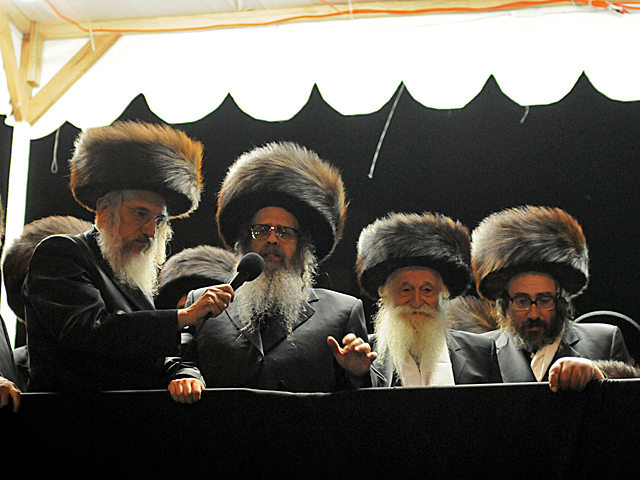 <p>Satmar rabbi Rabbi Zalman Teitelbaum speaks to his followers on Bedford Avenue after his grandson got married, Oct. 17, 2012.</p>