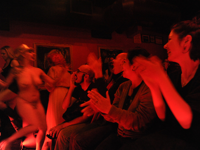 <p>The audience applauds a burlesque performer.</p>