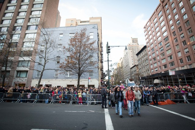<p>Hundreds turned out to watch the Macy&#39;s Thanksgiving Day Parade balloon inflation Nov. 21, 2012.</p>