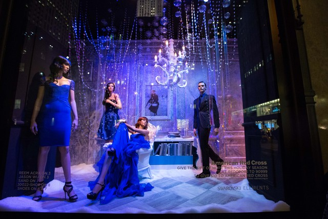 <p>A windows of Saks Fifth Avenue</p>
