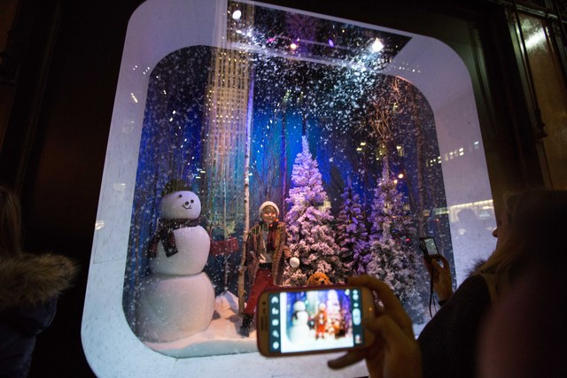 <p>The snow theme on one of Saks&#39; windows on Fifth Avenue</p>