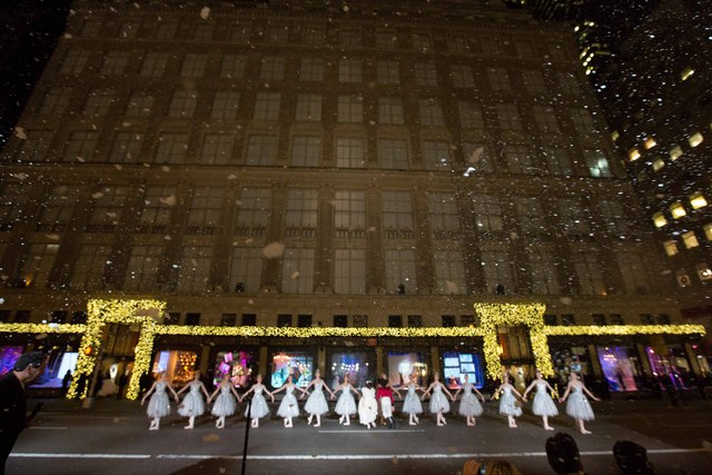 <p>A performance by American Ballet Theatre Dancers featured the opening of the windows at Saks Fifth Avenue</p>