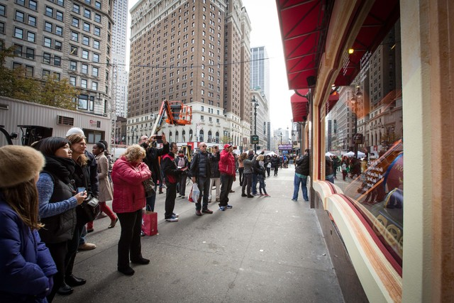 <p>Macy&#39;s windows decoration always attract huge attention from visitors</p>