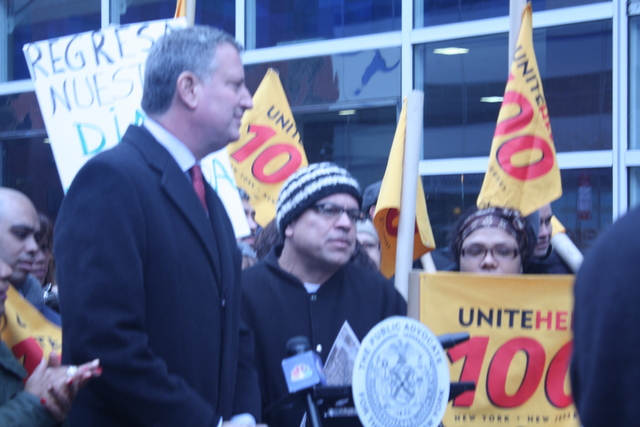 <p>Unite Here Local 100 Secretary-Treasurer Jose Maldinado&nbsp;rallies fellow workers on Nov. 24, 2012&nbsp;</p>