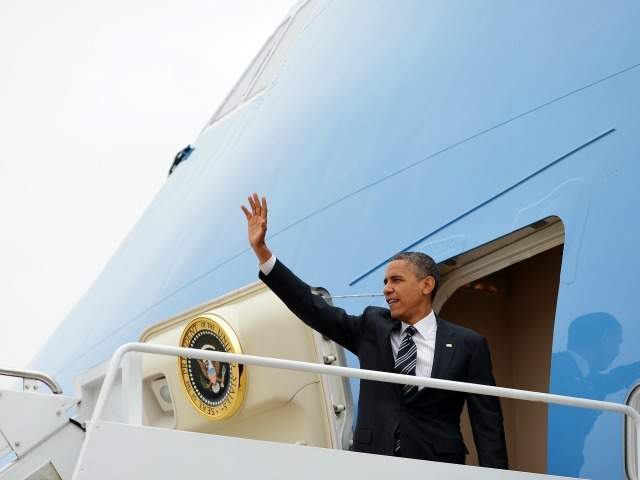<p>President Barack Obama makes his way to board Air Force One on November 15, 2012 at Andrews Air Force Base in Maryland. Obama was headed to New York City to tour Hurricane Sandy damaged areas and to visit with survivors.</p>