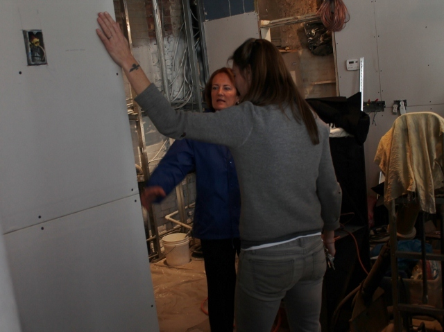 <p>U.S. Small Business Administration head Karen Mills talks to Sara Williams, the owner of Fresh Salt, a bar and restaurant in the South Street Seaport that was devastated during Hurricane Sandy.</p>