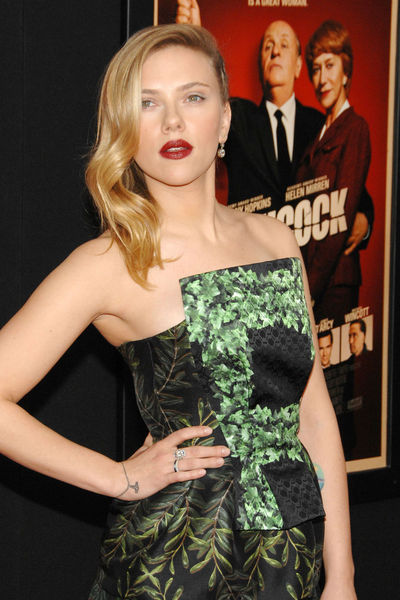 <p>Scarlett Johansson at the New York premiere of &#39;Hitchcock&#39; at the Ziegfeld Theater in Midtown, Sunday, November 18, 2012.</p>