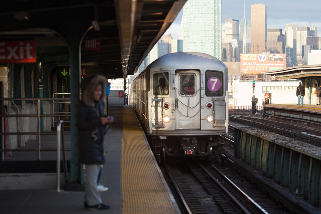 <p>A 7 train approaches 40th Street station in Sunnyside Friday morning, Dec. 28, 2012.</p>