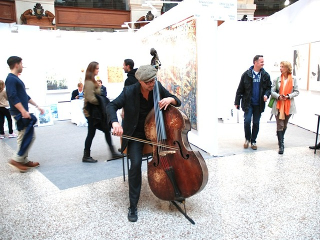<p>Live performances are also part of the program at the Cutlog art fair in Paris, which will be coming the Lower East Side in May 2103.</p>
