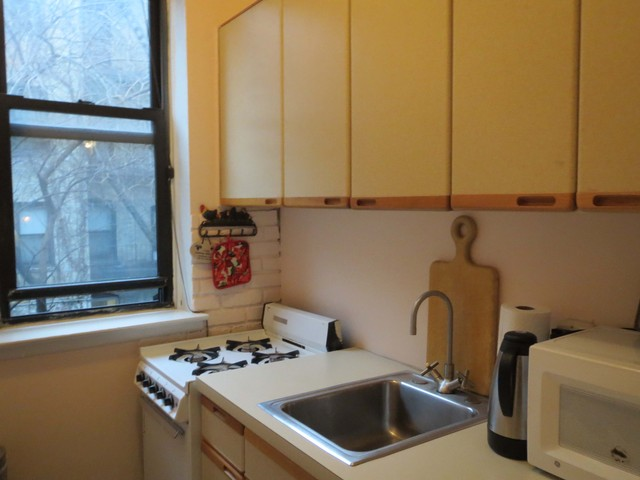 <p>House hunters on Sunday, Dec. 16 2012 said they would want to make some changes to the kitchen of this co-op, located at 531 E. 87th St., 2D.</p>