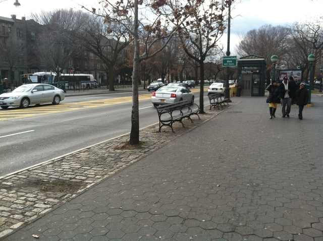 <p>The stretch along Eastern Parkway, where a 9-year-old was hit by a livery cab on Dec. 22, 2012.</p>