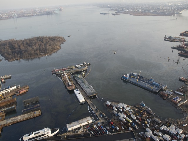 <p>A barge spilt oil into the waters of the Kill Van Kull off of Staten Island on Friday. The Coast Guard contained the spill, but the oil has spread to nearby Shooter&#39;s Island bird sanctuary, Dec. 17, 2012.</p>